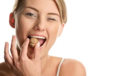 Грецкий орех и крепкие зубы