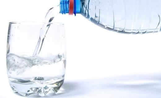 Пить воду при запоре