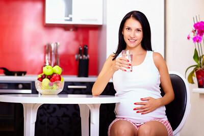 Можно ли во время беременности пить газировку